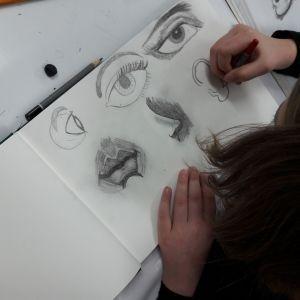 w-akademii-rysunku-Agnieszki-opala-kazdy-ma-szkicownik