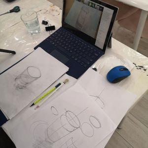 lekcje-rysunku-przez-komputer-szkicweglem-szklanki-z-woda