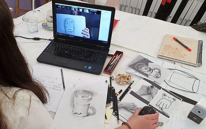rysunek-przy-komputerze-zajecia-indywiduaalne-w-akademia-rysunku