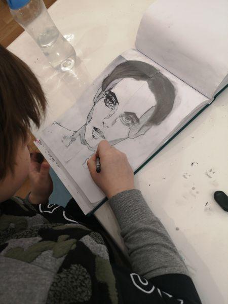 studium-twarzy-ludzkiej-na-tworczych-warszatatch-w-akademia-rysunku